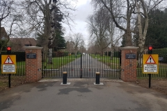 Metal Automated Swing Gates with Rising Bollards and Traffic Lights