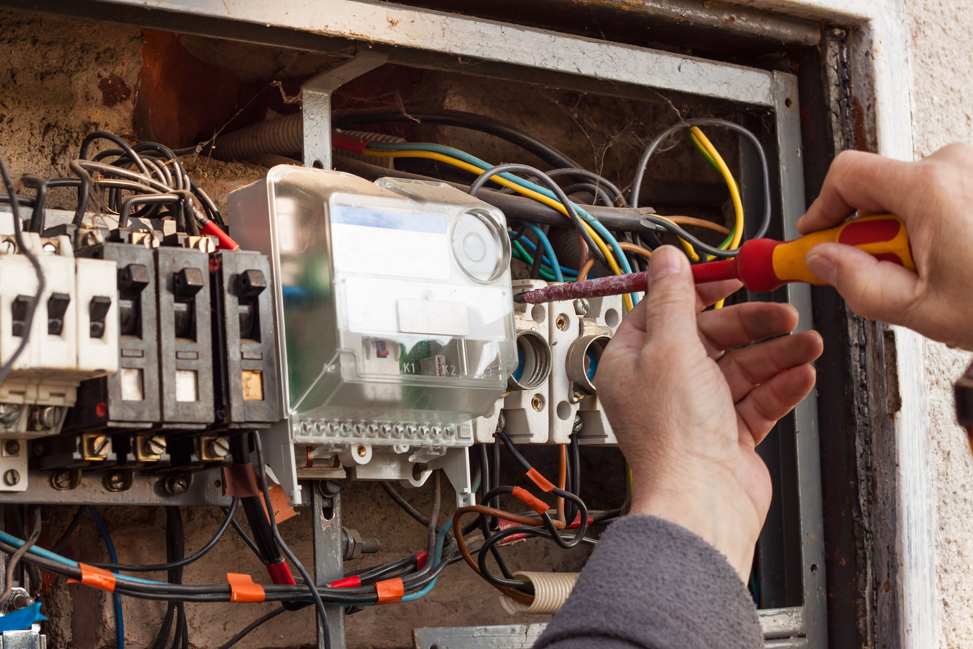 Gate Automation Engineers Recruiting Now Call Today For Further Electrical Wiring Jobs In London Information